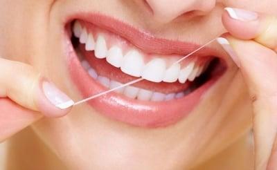 Какво причинява кървенето на венците?