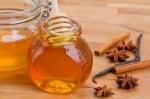 Мед и канела - лечебната комбинация